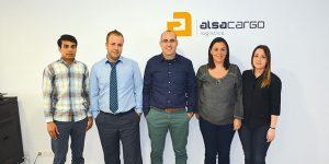De izquierda a derecha, el equipo de Alsacargo Logistics: Usman Afzal, operativo; Vicente Sanz, managing director; Álvaro Guillot, ventas; Úrsula López, operativa; y Aurora Aller, documentación. Foto Loli Dolz.